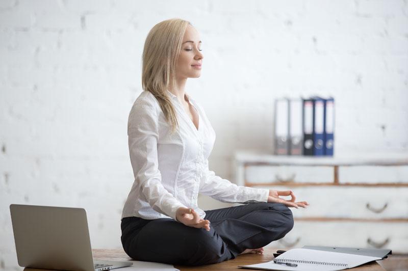 Yoga auf der Arbeit | Ana Heart