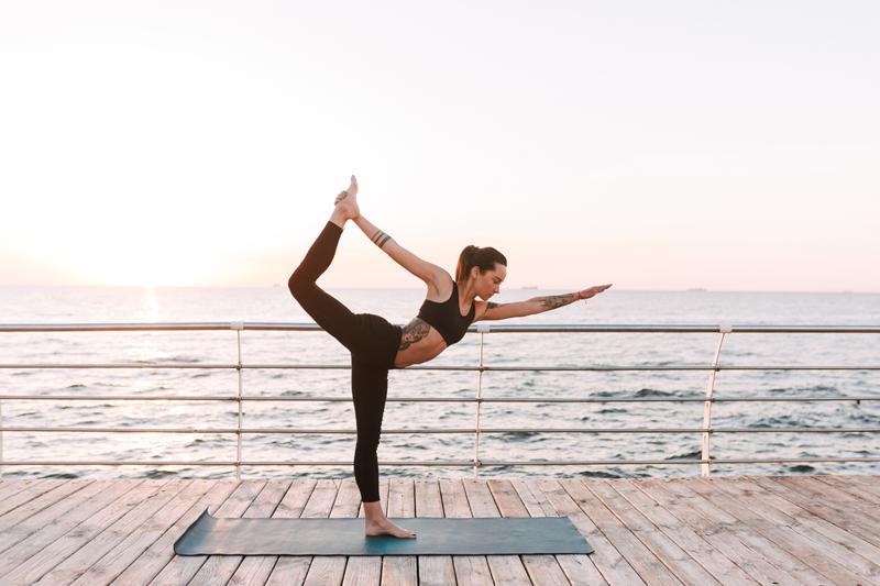 10 Yogasequenzen zur Stärkung der Beine